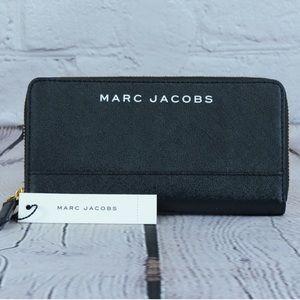 Marc Jacobs Bags - Marc jocobs zip around wallet